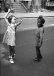 Le regard doux et poétique d'Helen Levitt sur le NY des pauvres