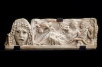 Fragment de couvercle de sarcophage : Dionysos et Ariane Fin du IIe siècle ap. J.-C. Marbre Paris, musée du Louvre, département des Antiquités grecques, étrusques et romaines