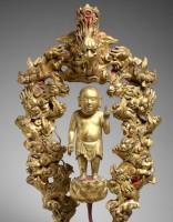 Le futur Bouddha ondoyé par les Neuf Dragons. Bois laqué et doré. Époque Lê, fin 18e - début 19e s. MNAAG, Paris © D.R./ Thierry Ollivier