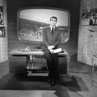 Michel Drucker sur le plateau de Sports dimanche (c) INA / Photo Robert Siegler