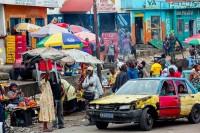 RD Congo, 2012, Kinshasa. Le rond point Ngaba est un des plus animés de la capitale qui compte 10 millions d'habitants (c) Pascal Maitre / Agence Cosmos