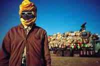 Niger, 2007. Camions de migrants dans le désert du Ténéré (c) Pascal Maitre / Agence Cosmos