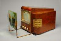 Récepteur de télévision type 441 et loupe accessoire, 1947 (c) Musée des arts et métiers