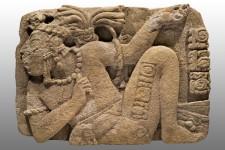 Monument 114 de Toniná, représentant le seigneur de Palenque, K¿inich K¿an Joy Chitam, captif. Classique récent (600-900 apr. J.-C.) © Museo Nacional de Antropología, Mexico, Mexique. Photo  Ignacio Guevara