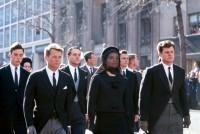 """Cortège funèbre, Funérailles de John Fitzgerald Kennedy,  Washington DC., 25 novembre 1963 Photo reprise par Andy Warhol dans son tableau """"16 Jackies"""" © DaumanPictures.com / Henri Dauman"""