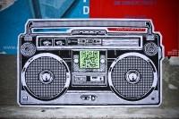 QRaDiO par Sweza. Pour lui, l'utilisation des QR Codes  entre en parfaite harmonie avec le graffiti. Tous deux sont de formes abstraites et livrent une information compressible.