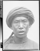 Auguste François, Homme d'ethnie Yi au turban, 1903.