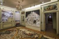 Vue de l'exposition Lumières: Carte Blanche à Christian Lacroix Musée Cognacq-Jay © Olivier Amsellem - Paris Musées