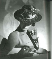 Horst, collection Elsa Schiaparelli, été 1937 (c) Conde Nast Publications Inc