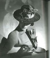 Horst, collection Elsa Schiaparelli, été 1937 (c) Conde Nast Publications Inc