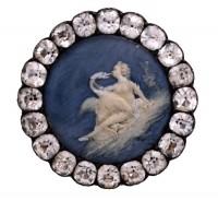 Cire sur porcelaine, strass, fin XVIIIe siècle. Les Arts Décoratifs, photo Jean Tholance