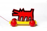 Chien n°9260, jouet à trainer, Keith Haring, Fabricant vilac, 1993. Bois peint laqué,métal, caoutchouc, fibres synthétiques. Photo Jean Tholance