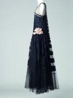 « Marguerite de la nuit », robe, été 1929 Tulle de soie, fleur en satin de soie surpiqué, broderies de paillettes Collection Palais Galliera © Katerina Jebb, 2014