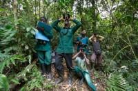 Sabrina Krief, primatologue et son équipe. Parc national de Kibale, Ouganda (c) Jean-Michel Krief