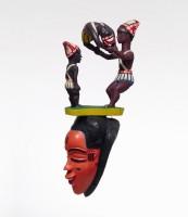 Sabu bi Boti. Masque zaouli avec figurine. Côte d'Ivoire, centre du pays gouro, Tibeita © Museum Rietberg Zürich, photo: Rainer Wolfsberger