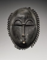 """Masque de Côte d'Ivoire. Maître dit """"de Kramer"""". © Frédéric Dehaen - Studio Asselberghs. Collection privée. Provenance : Hans Röthlingshöfer, Bâle, acquis vers 1958"""