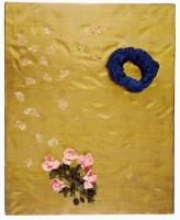 Yves Klein, Ci-gît l'espace (RP3), 1960. Eponge peinte, fleurs artificielles, feuilles d'or sur panneau de bois. 10 x 100 x 125 cm. Don Rotraut Klein-Moquay à l'État en 1974. Paris, Musée national d'art moderne—Centre Pompidou, AM 1975-5 © Yves Klein / Adagp, Paris, 2015 © Photo tous droits réservés