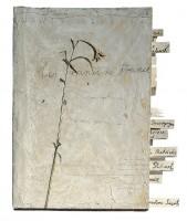 Anselm Kiefer, Les Reines de France, 1996 Fusain, crayon, émulsion, acrylique, fleurs et plantes séchées sur carton 101 x 90 x 9 cm Collection particulière © Anselm Kiefer Photo © Atelier Anselm Kiefer