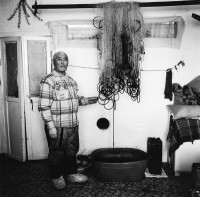 Vladimir est un ancien pêcheur à la retraite du village dolgane de Novorybnoïe, sur les rives de la rivière Khatanga. Aujourd'hui, il poursuit son activité de pêcheur pour subvenir à ses propres besoins. Une activité qui lui permet aussi de rester en contact avec ses propres racines. Copyright : Nicolas Mingasson / Observatoire Photographique des Pôles