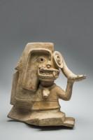 Personnage avec des traits de félin, de serpent et d'aigle harpie, 400 av. J.-C.-400 apr. J.-C.. Céramique. Culture de La Tolita © musée du quai Branly, photo Christoph Hirtz
