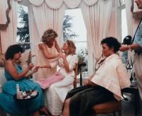 Martin Parr. The Cost of Living, [Le Coût de la vie] - Wedding Preparation, 1986. Épreuve chromogène. Centre Pompidou, Paris © Centre Pompidou / J-C.Planchet / Dist. RMN-GP © Martin Parr / Magnum Photos