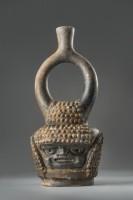 Bouteille à effigie avec une anse-étrier, 3500-500 av. J.-C.. Céramique Culture Mayo Chinchipe-Marañón Copyright : © musée du quai Branly, photo Christoph Hirtz