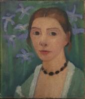 Paula Modersohn-Becker (1876-1907) Autoportrait sur fond vert avec des iris bleus Vers 1905, détrempe sur toile, 40,7 x 34,5 cm Kunsthalle Bremen-Der Kunstverein in Bremen, Brême © Paula-Modersohn-Becker-Stiftung, Brême