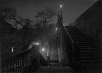 Prague pendant la nuit vers 1950–1959 Josef Sudek Épreuve gélatino-argentique, 12 × 16,7 cm. Musée des beaux-arts du Canada, Ottawa. Don anonyme, 2010. © Succession de Josef Sudek