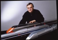 Roger Tallon et les maquettes du TGV 001, TGV Duplex, TGV Atlantique (c) Les Arts Décoratifs, Paris / A.D.A.G.P. 2016