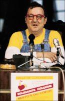 Coluche, le 20 février 1986, au Parlement européen (c) Dominique Gutekunst / GAMMA RAPHO