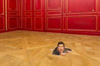 Maurizio Cattelan, Sans titre, 2001. Photo: Zeno Zotti. Vue de l'exposition Maurizio Cattelan, Not Afraid of Love à la Monnaie de Paris, du 21 octobre 2016 au 8 janvier 2017