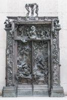 La Porte de l'Enfer, 1880-vers 1890, bronze, fonte réalisée par la fonderie Alexis Rudier en 1928 pour les collections du musée, S.01304, © musée Rodin, ph. J. de Calan DES FORMES VIVANTES, EN DEHORS DE LA PORTE 19—Le Vieil Arbre, avant 1896, bronze (fonte au sable, George Rudier, avant 1986), S.02892, ©musée Rodin, ph. C. Baraja DES FORMES VIVANTES, EN DEHORS DE LA PORTE 20— Paolo et Francesca dans les nuages, 1904-1905, marbre, S.01147, © musée Rodin, ph. C. Baraja
